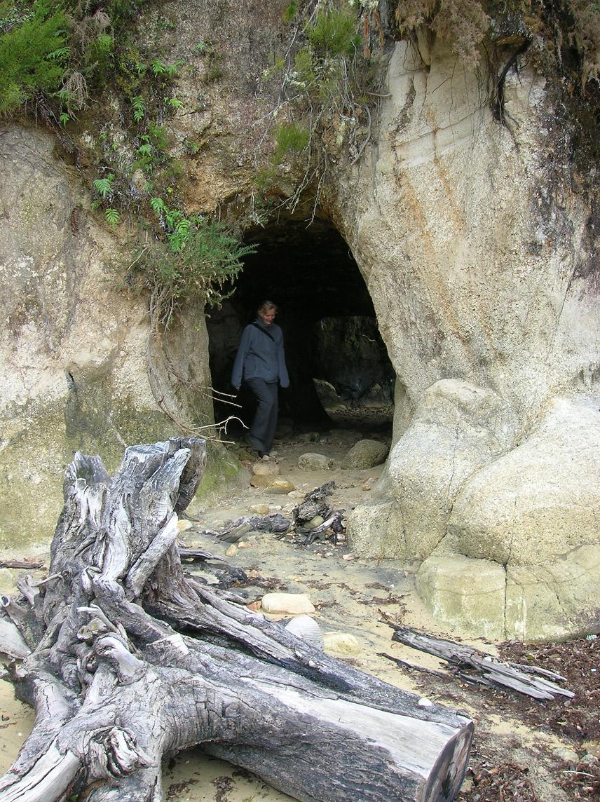 Babs umgeben von Limestone