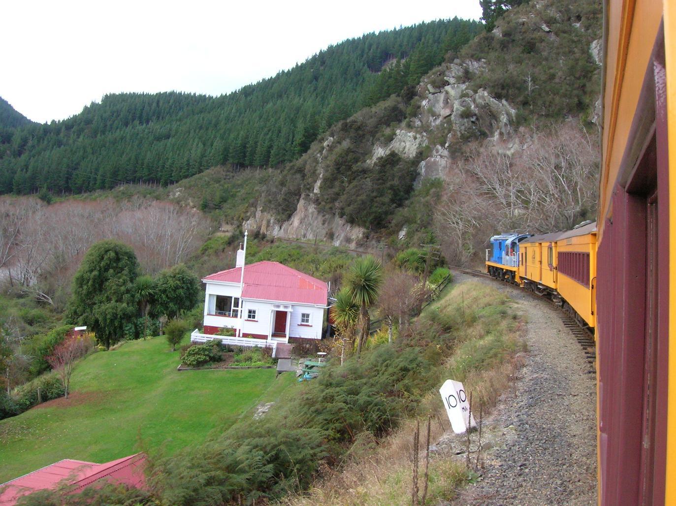 Ein kleiner gelber Zug