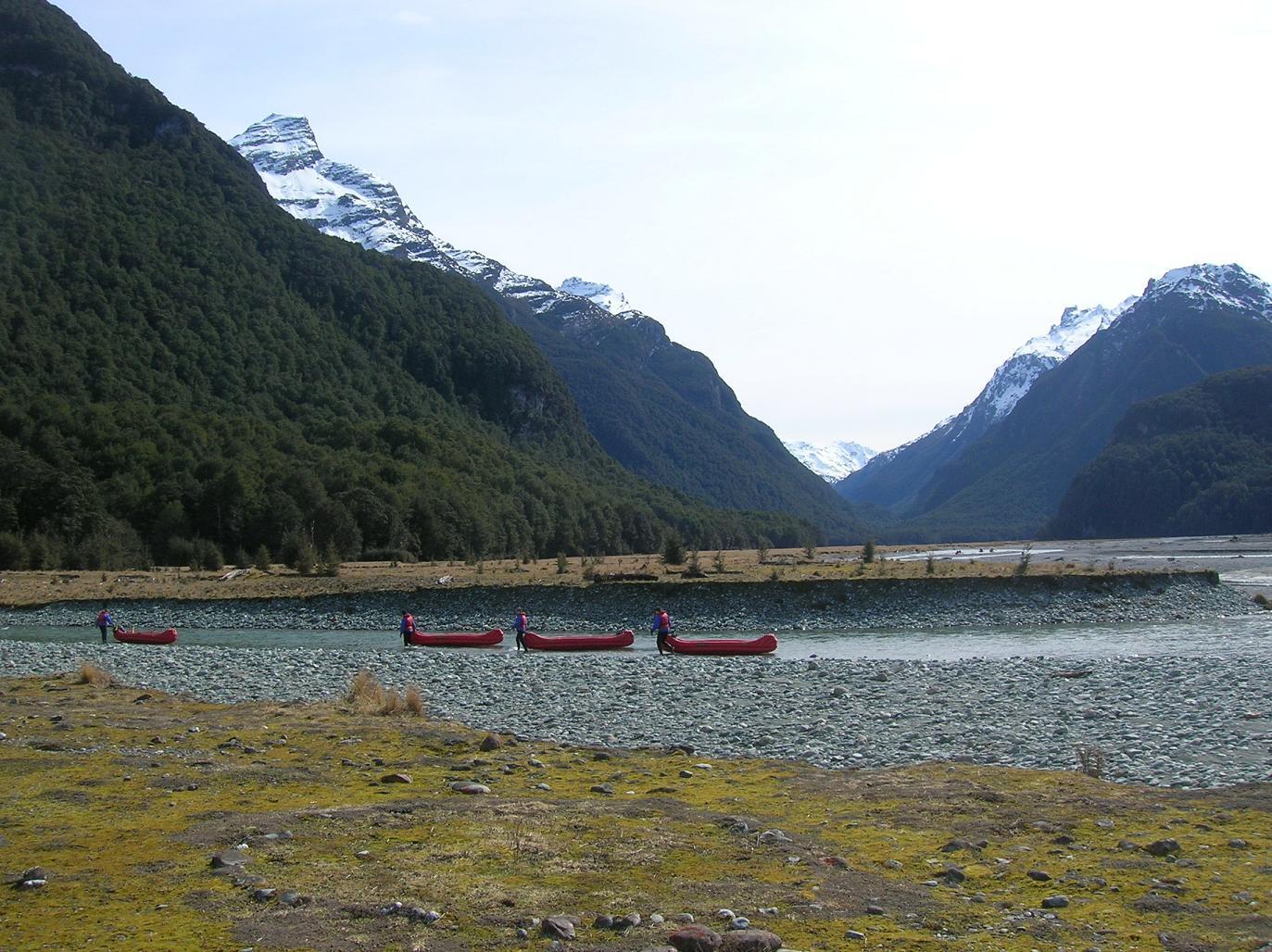 Männer und ihre Boote